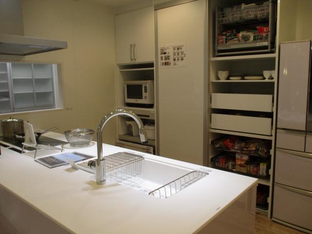 キッチンの賢い整理整頓【100均グッズを使って収納するアイデア】