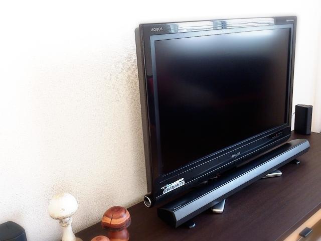 テレビ台要らず!ミニマリストなら薄型テレビは「壁掛け」でしょ!